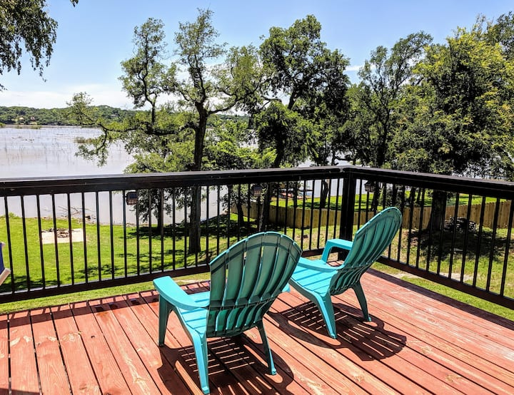 A Cozy Getaway on Lake Granbury!