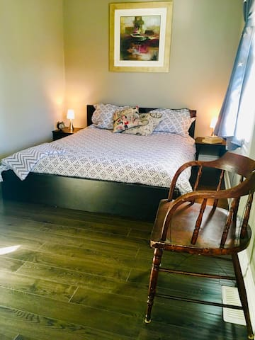 Queen Bed in a Quiet Home, Parking Available