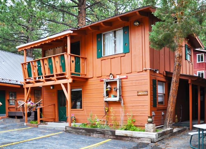 EDELWEISS LODGE TWO BEDROOM DELUXE- SLEEPS 8