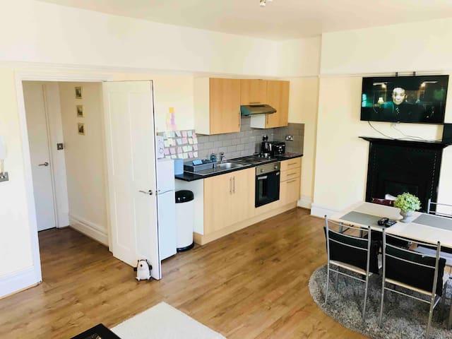 Kitchen/lounge room