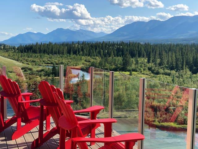 Beautiful 4 Bedroom Home Overlooking National Park