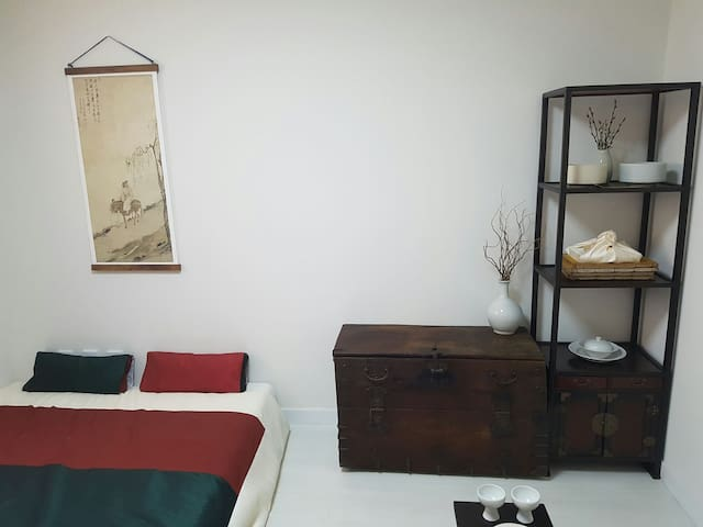 [Stay with Local] Traditional cozy room 3min Metro