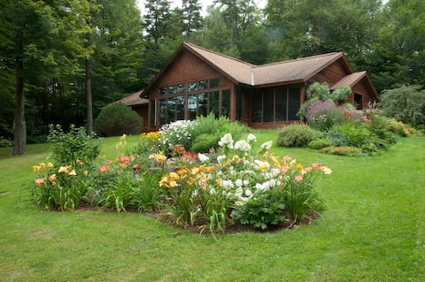 Vermont paradise. Relax,bike,hike, kayak,hot tub