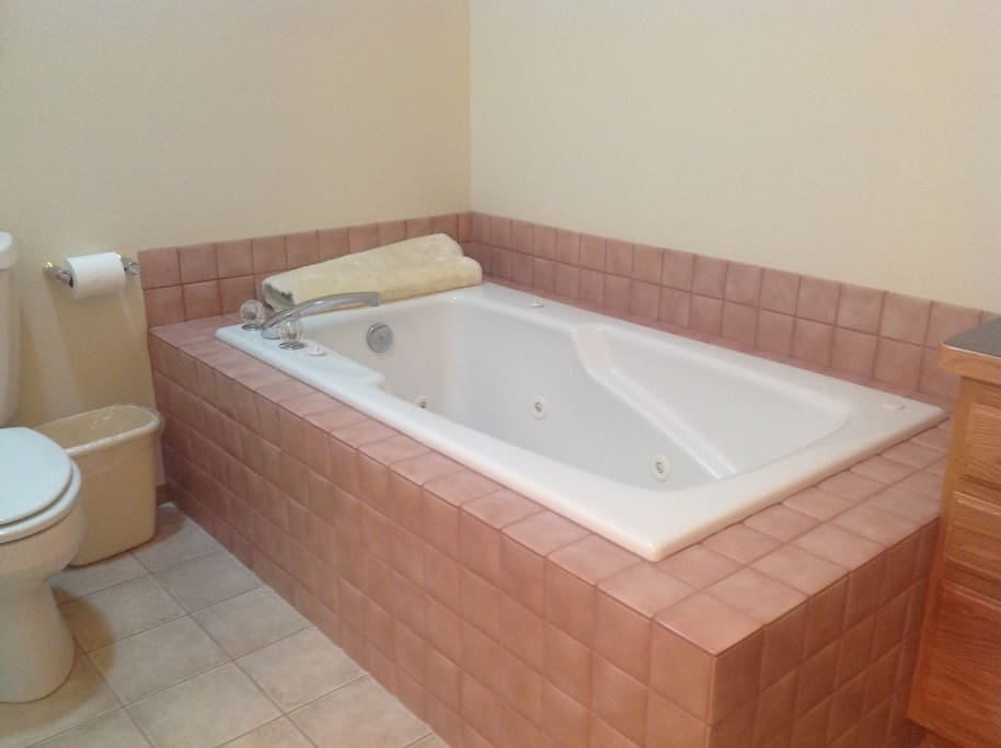 Ensuite jacuzzi off Master bedroom upstairs