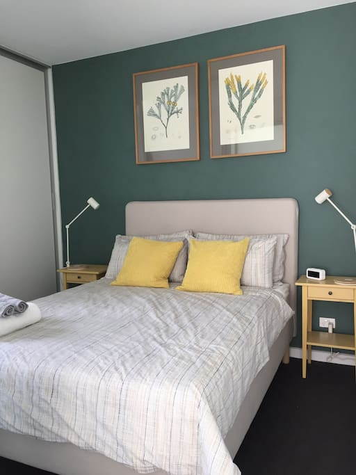 RM2 : queen size , Clean & fresh liens, Quiet, comfortable and air- conditioned bedroom, heaps of storage , bath towels and USB charger are provided in this room.