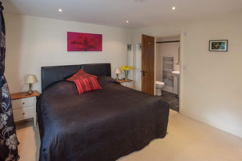 Large luxury en suite with king size bed