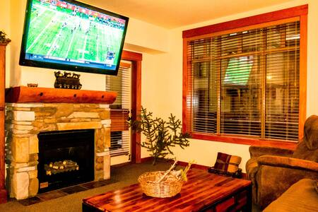 Village Luxury 1BR, 60-inch TV, and Pet Friendly! - Mammoth Lakes