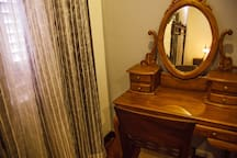 Oriental dressing table