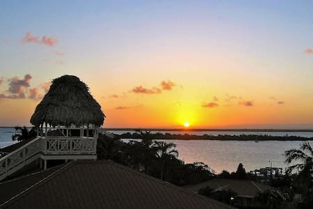 FEB/MAR DEAL  Waterfront 1st Floor Sunset Pointe - Placencia - Appartement en résidence