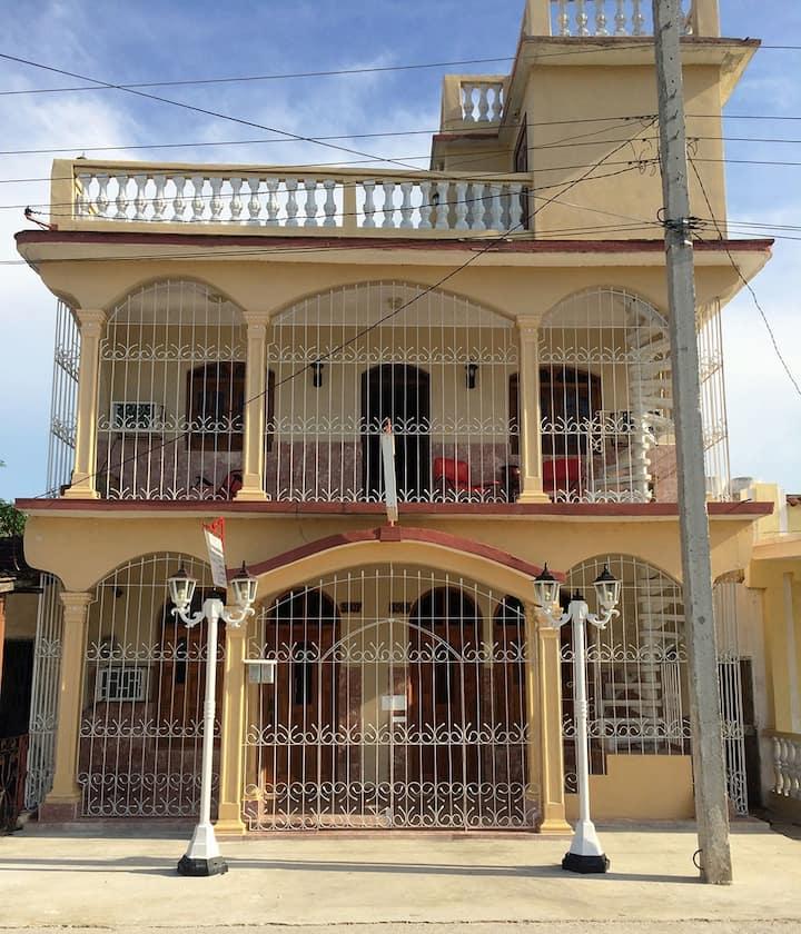 Villa Rosa / Alojamiento entero (2 hab. privadas)