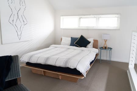 Gawler Townhouse 1 Bedroom Queen Bed
