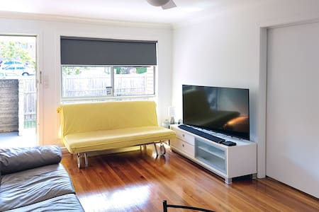 Netflix and chill apartment close to CBD - Annerley - อพาร์ทเมนท์