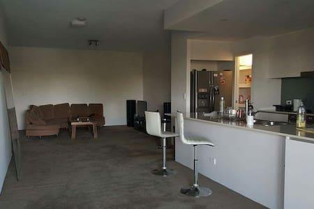 Master bedroom with ensuit - Auchenflower - Apartamento