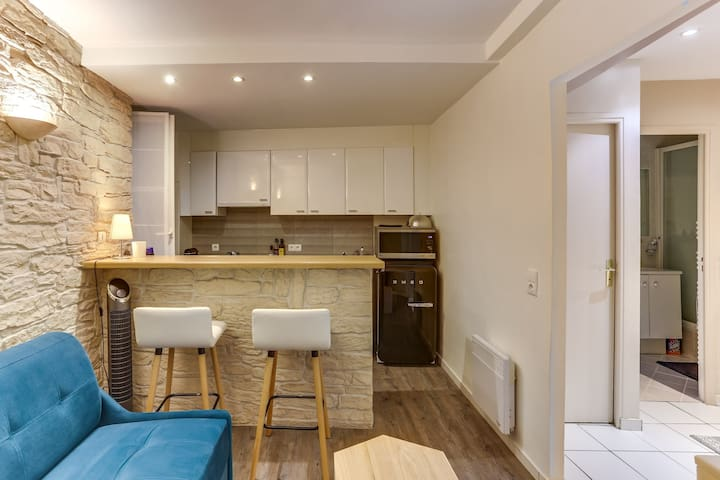 GOOD STANDING STUDIO FOR 2 PEOPLE NEAR THE MUSÉE DU LOUVRE