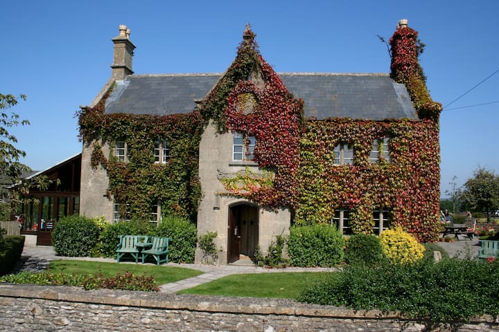 Toghill House Farm - Historical Guesthouse & Farm - South Gloucestershire - Bed & Breakfast