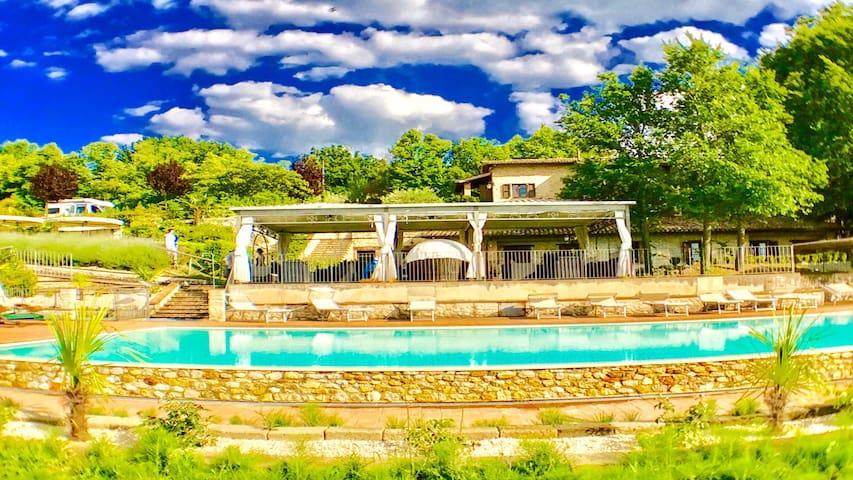 Spoleto By The Pool:APT 5/sleeps 4