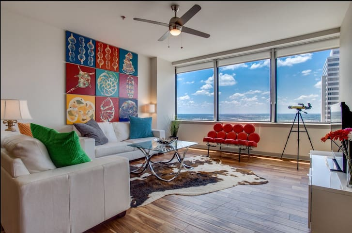 Breathtaking Views, One bedroom+Parking