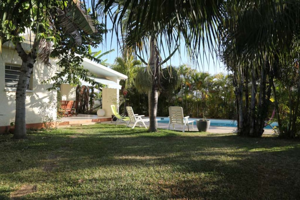 jardin piscine varangue
