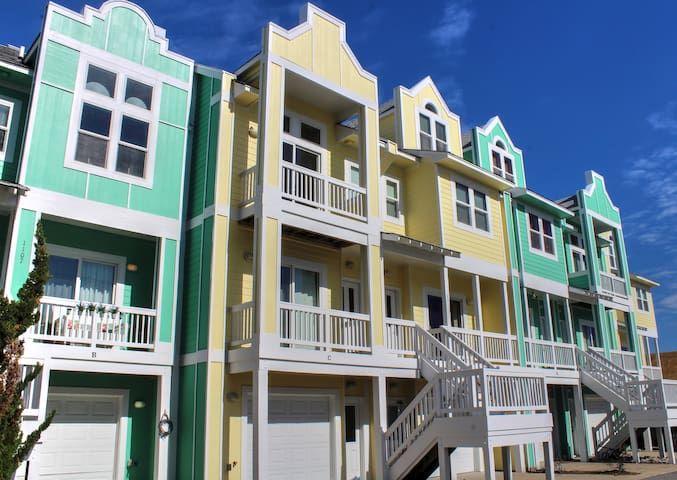 Sunny Daze at Cambridge Cove 2 Bedroom Deluxe Townhome