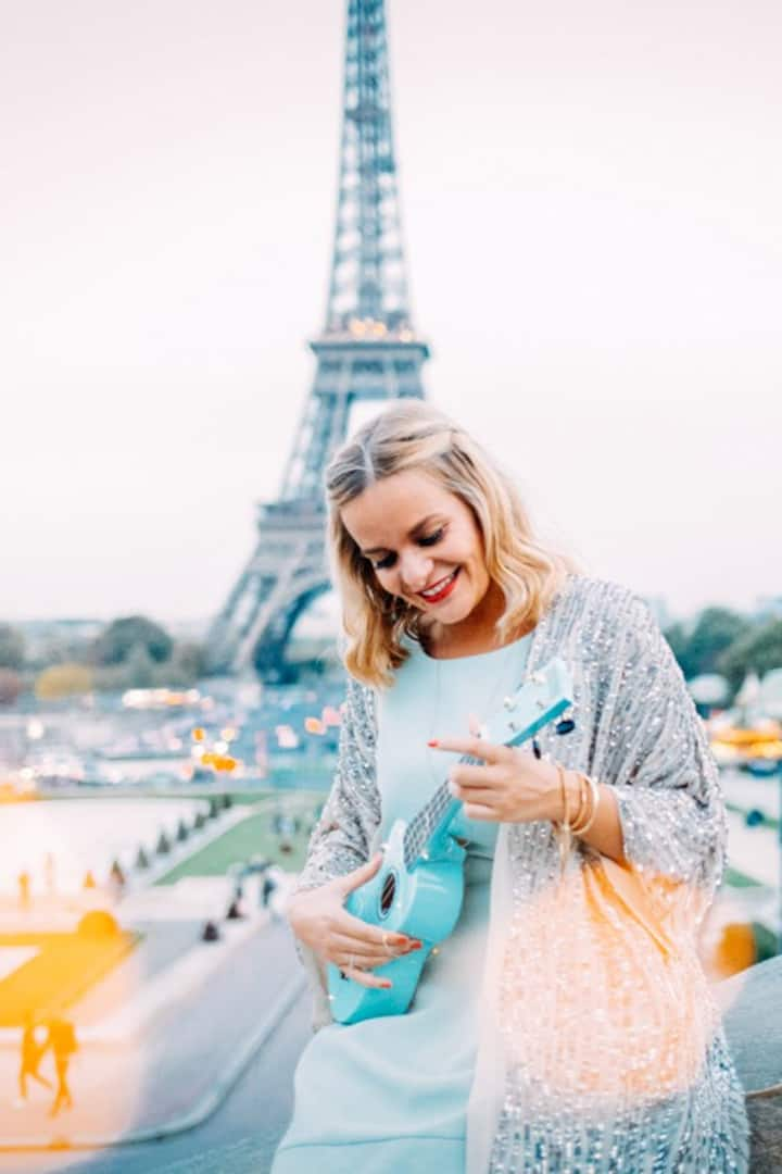 French singer for a proposal in Paris