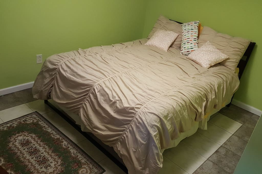 Qeen size bed