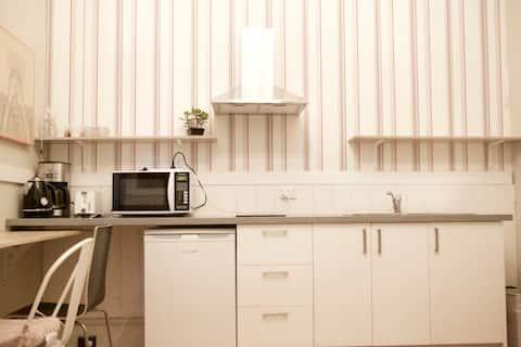 Boutique Studio Inc bath+kitchen near CBD