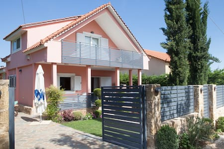 Two-storey family garden villa near the Sea - Oropos - Casa de camp