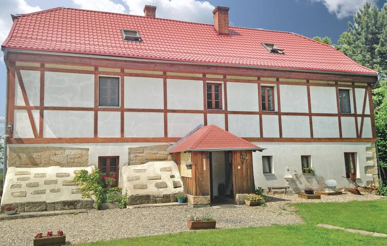 Holiday cottage with 4 bedrooms on 154 m² in Arnoltice