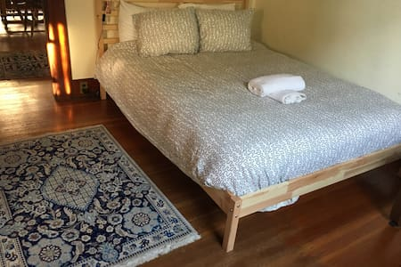 Private room&bath/Historic house/4 blocks to OSU - Corvallis - Σπίτι