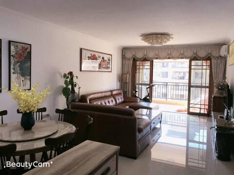 家一般舒适与干净,市中心三房,电梯花园小区,99成新,适合全家出行