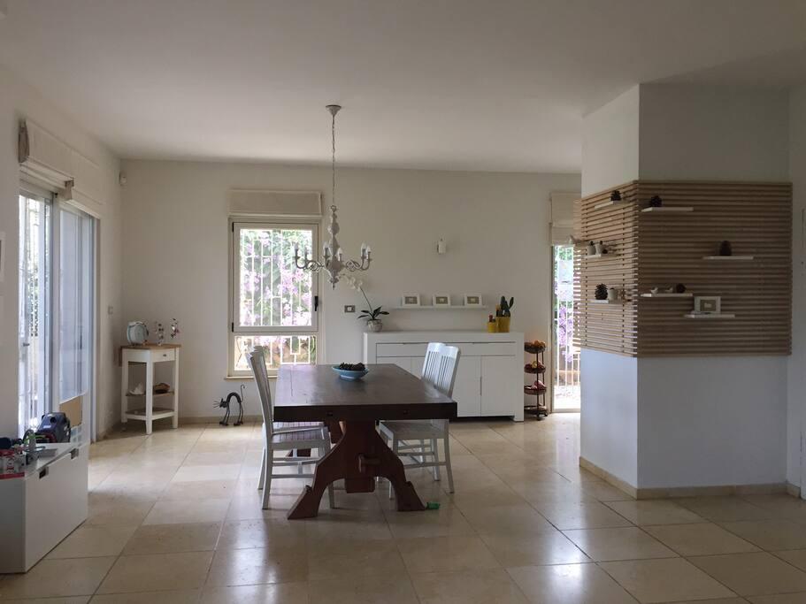 beautiful spacious villa in jerusalem h user zur miete in ora bezirk jerusalem israel. Black Bedroom Furniture Sets. Home Design Ideas