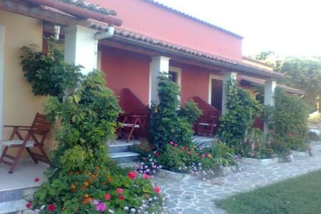 giardino studios - Dassia