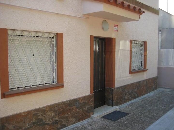 Casa entera en zona tranquila de Reus - Cal Abelló