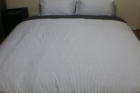 King Bed Room Near CBD & Airports - Cloverdale - House - 1