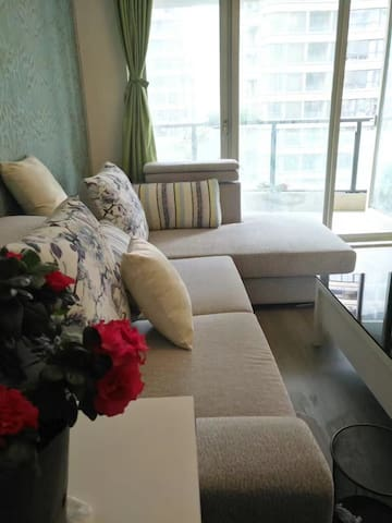 绿意盎然铂金国际花园130平温馨套房