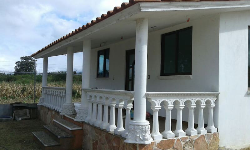 Nice house w/ garden, parking space close to CASA - Guadalupe Etla - House
