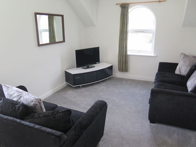 2 double bedroom opposite The Christie