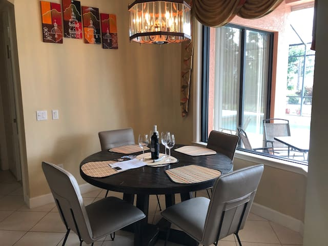 Round table in dinning room that can seat up to 6 guests very comfortably.