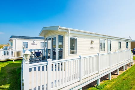 MP510 - Camber Sands Holiday Park - Gated Deck - Boasts Amazing Marsh and Countryside Views