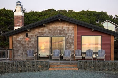 Modern Oceanside Cabin-180º Views! - Manzanita