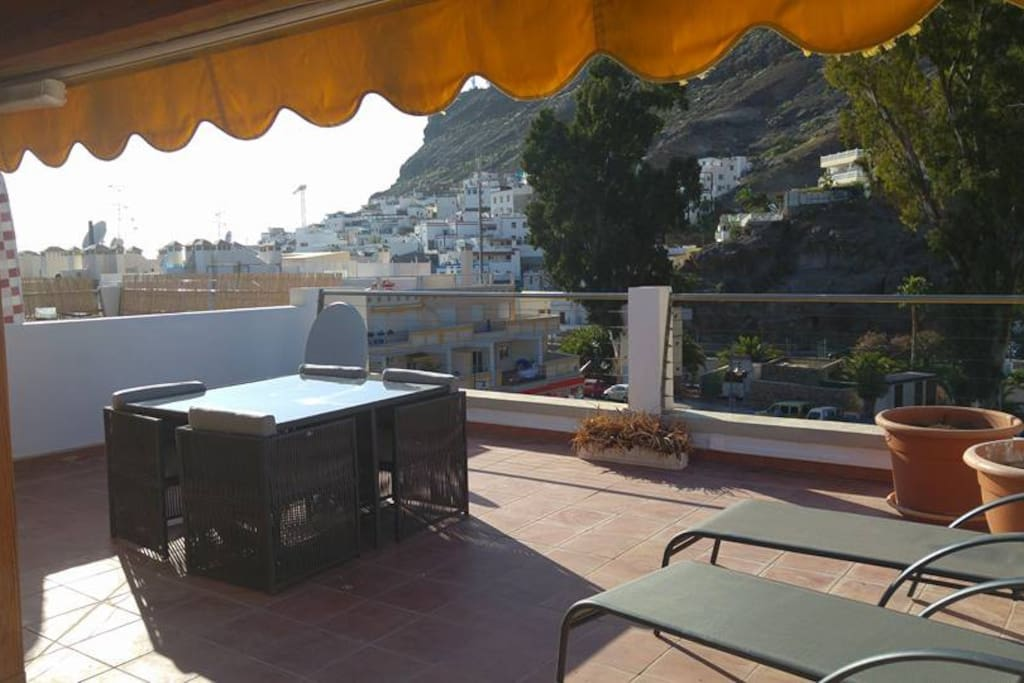 Dine on the roof terrace with table for 4 people