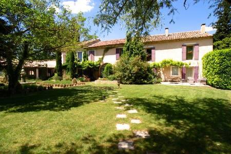 Mas de caractère, proche Avignon - Jonquerettes - Huis