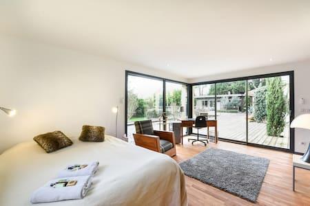 3 chambres dans maison de charme - Quinsac - Haus