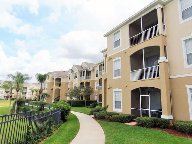 Condo 3 Miles from Disney! ( (Phone number hidden by Airbnb) )