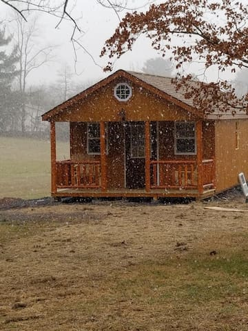 Brand new guesthouse cabin on 3 acres!