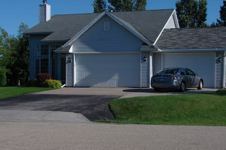 4 Bedroom ready for EAA AirVenture - great price! - Oshkosh