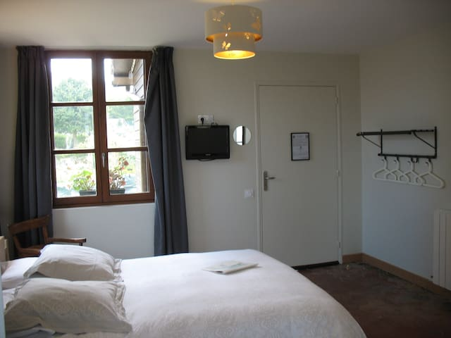 TERRA-Double room-Traditional-Ensuite with Shower-Garden View