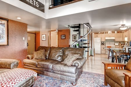 Cozy 3BR + Loft Condo in Champion - Champion