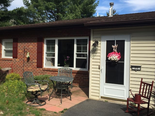 Cute Little Townhouse 3br 2bath - Clifton Park - タウンハウス