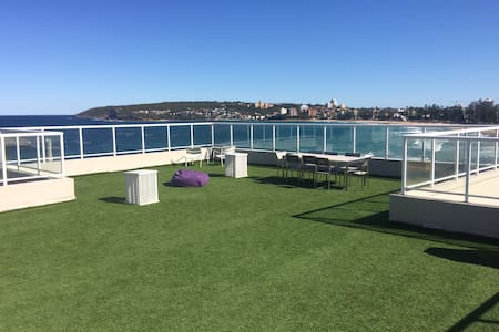Amazing balcony and views of beach - Queenscliff
